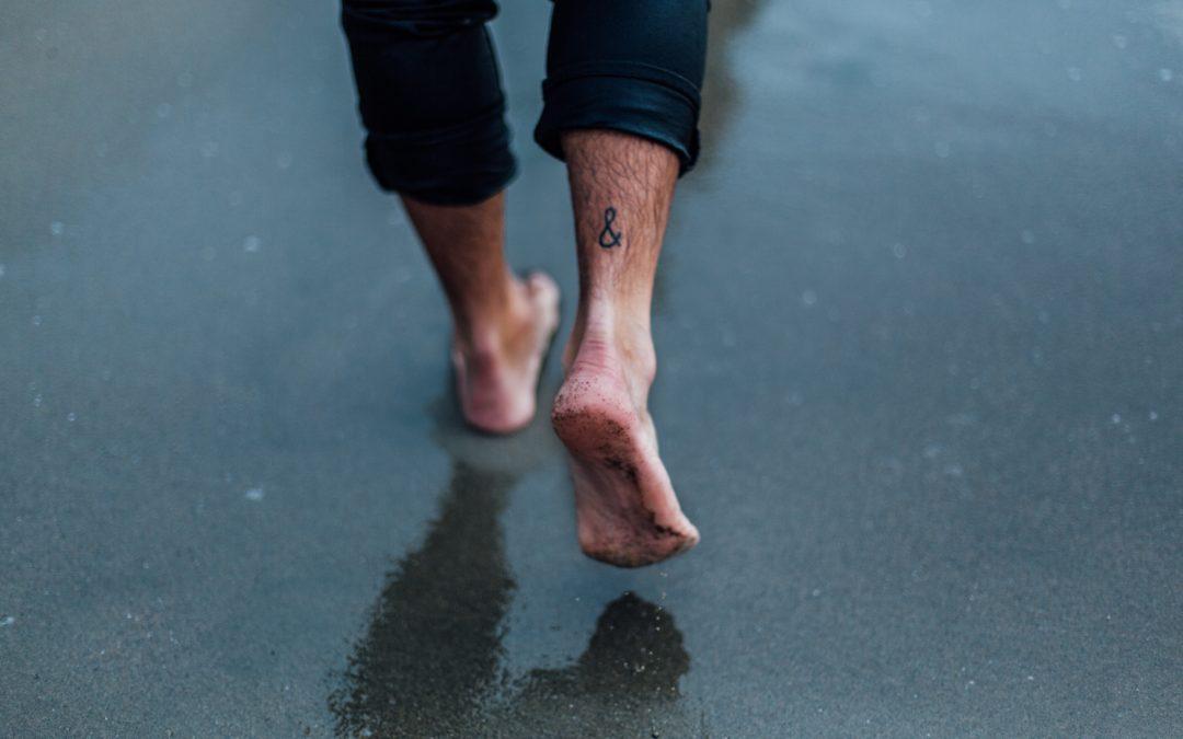 ¿Por qué me sudan tanto los pies?